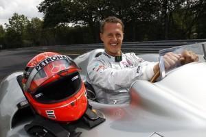 Schumacher fährt im Formel 1-Silberpfeil über die Nürburgring Nordschleife