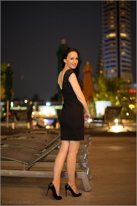 Fashion blog - Modeblogger / Fashionblogger with black minidress and Christian Louboutin