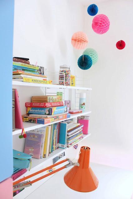 string regal der mittleren schwester und honeycombs. Black Bedroom Furniture Sets. Home Design Ideas