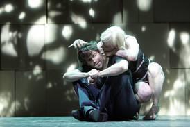 "Ibsens ""Peer Gynt"" in Hamburg am Thalia, 2010 - Zitat einer positiven Besprechung"