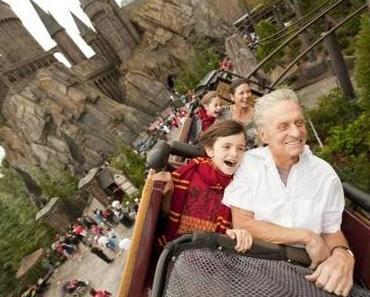 Michael Douglas besucht mit Familie Harry Potter Vergnügungspark
