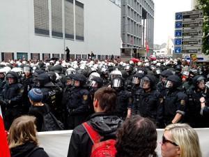 """Blockupy 2013: """"Brecht die Macht der Banken und Konzern!"""""""