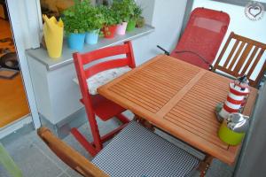 Ein Kindertisch für den Balkon