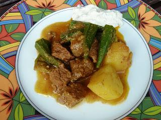 Ametha Net Aloo: Rind – Kartoffelcurry mit Okra aus Birma / Burmese Beef - Potato - Curry with Okra