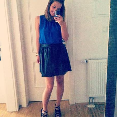Heutiges Outfit  #outfit #ootd #blue #blogger #blog #fashion_blogger #fashion #girl #leather #skirt #legs #wedges #shoes