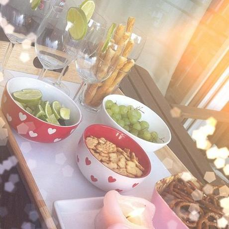 Getting the girls' night ready  #hugo #girls #fun #drinks #snacks #blogger #fashion_blogger #yummy #girlsnight #lovinglife #friends #friendsforlife