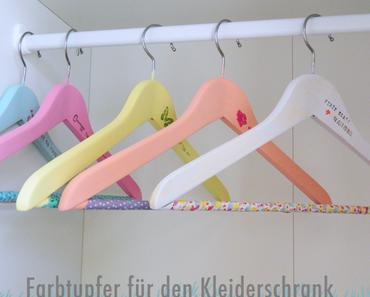 DIY: Farbtupfer für den Kleiderschrank