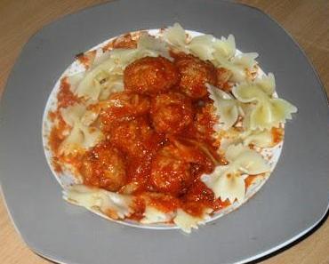 Polpette al sugo (ital. Fleischbällchen in Tomatensauce)