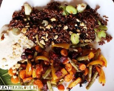 Persisches Pilaw mit Ofengemüse und Sesam-Joghurt-Dip
