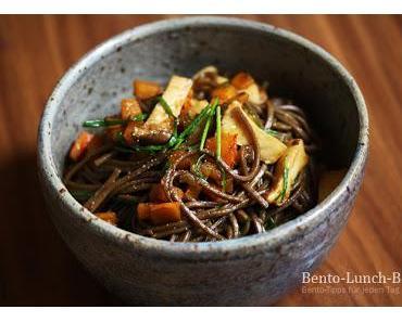 Rezept: Soba-Nudeln mit Hokkaido-Kürbis & Kräuterseitling