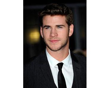 Liam Hemsworth knutschend mit Eiza Gonzalez abgelichtet