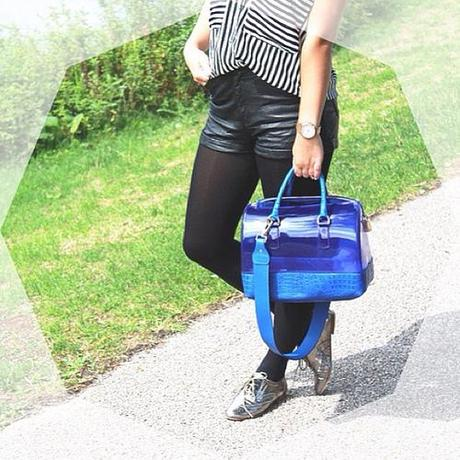 Brandneuer Post auf dem Blog  #furla #furlacandy #candy #bag #stevemadden #outfit #post #blog #blogger #blogpost #fashionblogger #fashionblogger_de #fashion #girl #blue #stripes #blackandwhite #black #white #leather #style #today #ontheblog