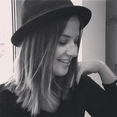 Rainy days call for a hat  #smile #style #rain #hat #rightnow #today #ootd #iphonesia #outfit #girl #black #white #blogger #blog #blackandwhite #fashionblogger #fashionblogger_de #fashion #ombre #hair #face  #fall #autumn