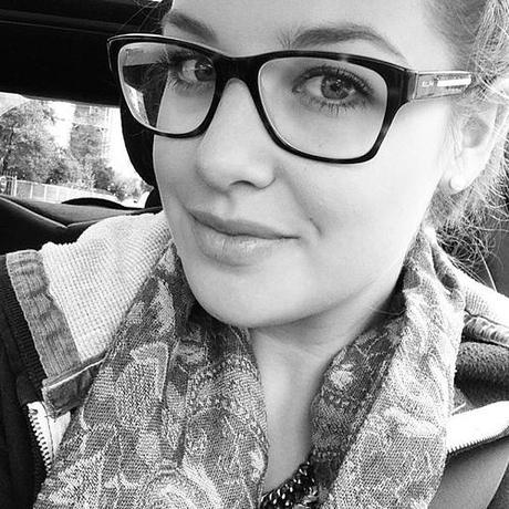 Good morning - off to work  #girl #selfie #statement #necklace #scarf #nerdy #glasses #ralphlauren #smile #me #goodmorning #life #work #face #blog #blogger #fashionblogger_de #fashionblogger #fashion #blackandwhite #rightnow #today #ootd #car #mini #minic