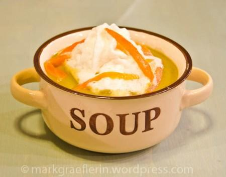 samstagseintopf kartoffel erbsen suppe mit meerrettich espuma. Black Bedroom Furniture Sets. Home Design Ideas