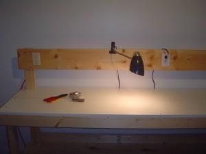 Schreibtisch Elektrifizierung: Integrierte Schreibtischsteckdosen