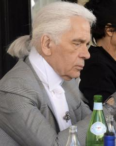 Karl Lagerfeld enjoys lunch with friends