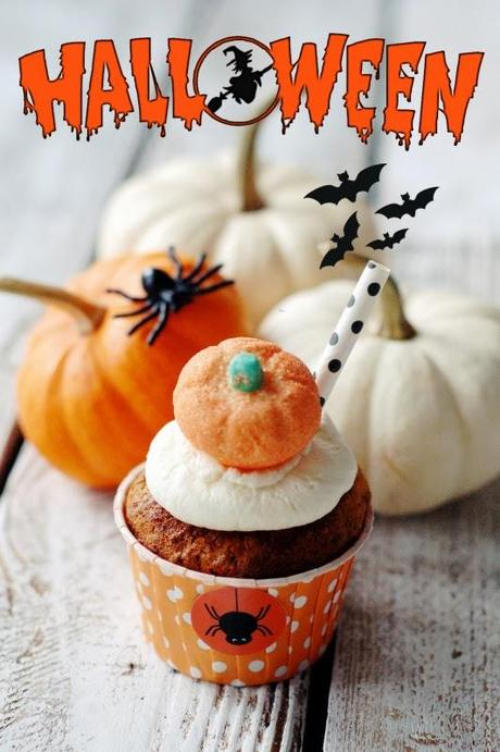 halloween saftige k rbis muffins mit wei er schokolade. Black Bedroom Furniture Sets. Home Design Ideas