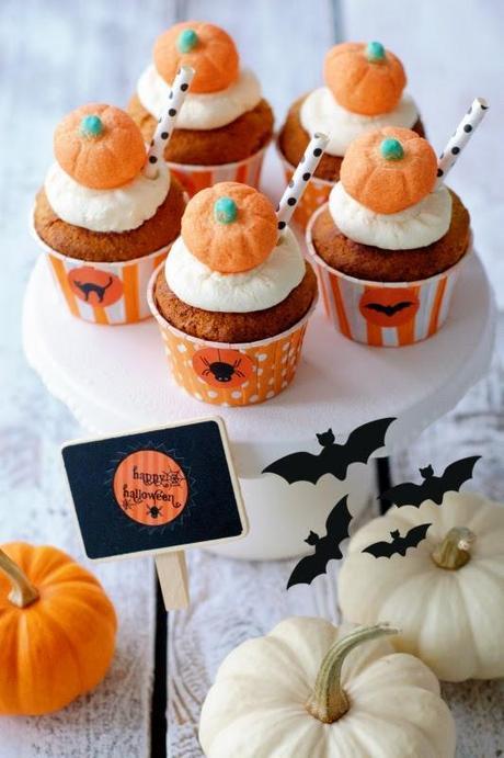 Halloween saftige k rbis muffins mit wei er schokolade - Halloween muffins dekorieren ...