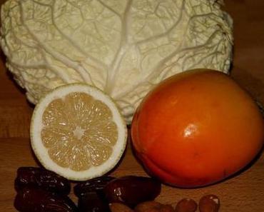 Langsame Veränderungen und schnelle Herbstküche – Wirsingsalat mit Datteln und Kaki
