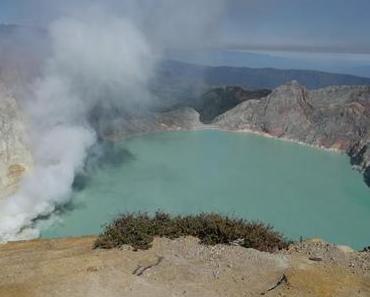 Ijen – Vulkan und Schwefelquelle mit türkisem See [D7]
