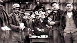 Regiogeld vor fast 80 Jahren, Hartz-IV-Wirklichkeit vor drei Jahren - Silvester-Rückblick 2010