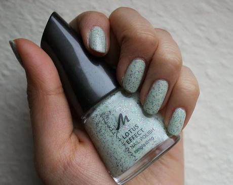 Review: Manhattan Lotus Effect Nail Polish 71s