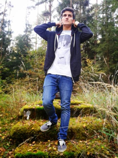 Everyday Outfit: Zip Hoodie & T-Shirt
