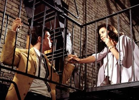 Review: WEST SIDE STORY – Romeo und Julia tanzen und singen durch New York