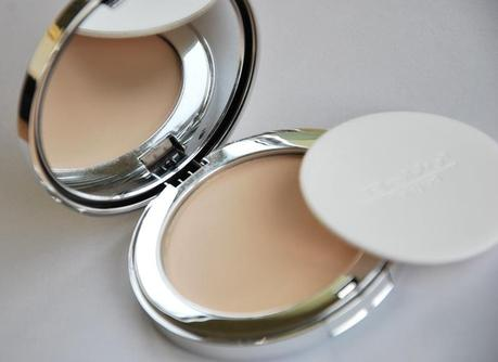 BeYu Compact Powder Foundation Review, Tragebilder