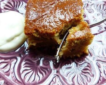 Kuchen mit türkischem Kaffee und Joghurt