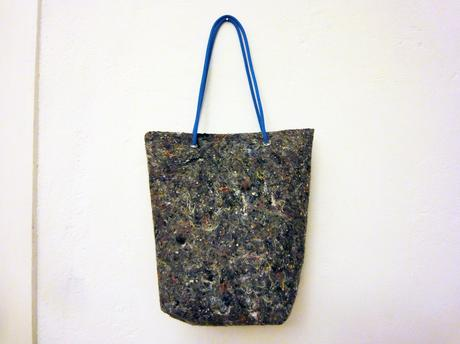 upcycling die tasche aus malervlies. Black Bedroom Furniture Sets. Home Design Ideas