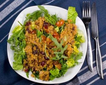 Roter Linsen-Salat mit Cranberrys und Ruccola