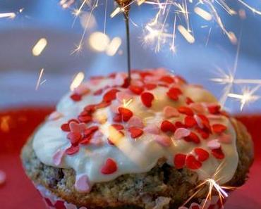 Happy Valentine: Himbeer-Kokos-Cupcakes mit weißer Schokolade