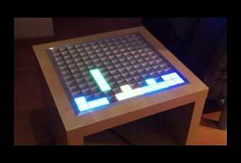 Ikea beistelltisch mit 144 leds spielt snake tetris und mehr for Beistelltisch usb