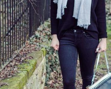 Ein Outfit ganz in Schwarz