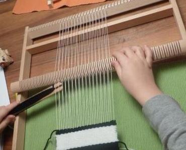 Handarbeit: Weben mit dem Holzwebrahmen