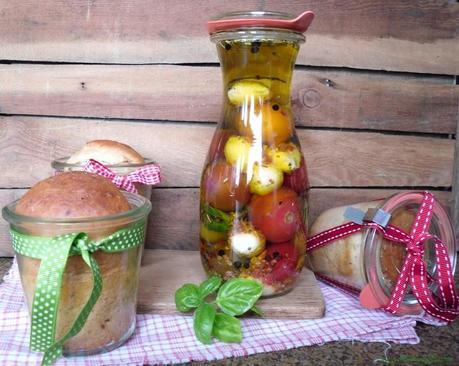 spicy buttermilchbrot im glas dazu tomaten mozzarella in l. Black Bedroom Furniture Sets. Home Design Ideas