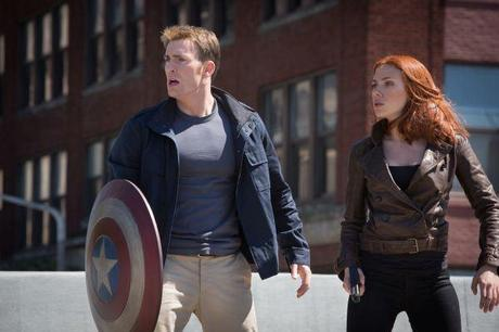 Chris Evans als Steve Rogers (links) und Scarlett Johansson als Black Widow (rechts) in