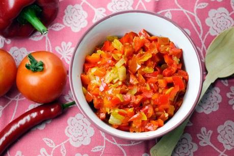 feurig scharfe tomaten paprika chili salsa perfekt zum grillfleisch. Black Bedroom Furniture Sets. Home Design Ideas