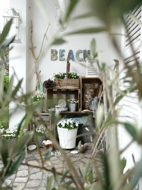 ein regal f r draussen. Black Bedroom Furniture Sets. Home Design Ideas