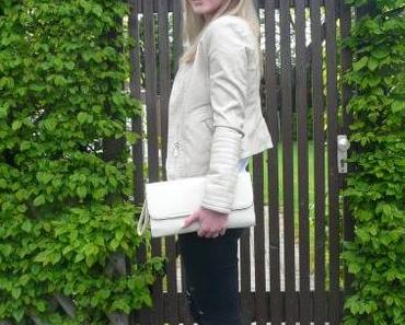 OUTFIT: beige and black