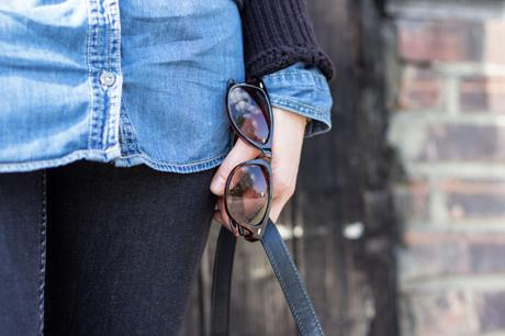 Kleidermaedchen-das-Blog-fuer-mode-beauty-lifestyle-outfit-black-and-blue-outfits-frühling-ootd-was-zieh-ich-an-bluse-jeans-denim-black-all-over-black-look-fashionblogger-erfolgreich-fotobearbeitung-blog-tipps-blogging-equipment-zara-ginatricot-hm-topshop-espadrilles-chanel-dupe