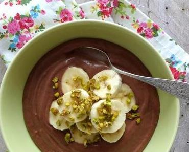 Avocado-Bananen-Schokoladen Mousse mit Karamellisierten Pistazien