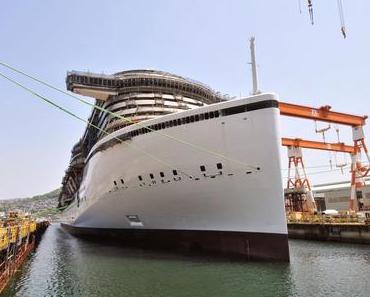 AIDA Cruises: Aufschwimmen von AIDAprima erfolgreich - Neues Flaggschiff AIDAprima erstmalig Wasser unterm Kiel