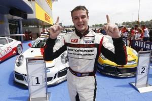 Porsche Mobil 1 Supercup: Earl Bamber dominiert Saisonauftakt