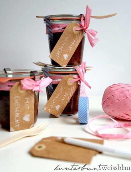 kuchen im glas schokolade himbeeren rhabarber. Black Bedroom Furniture Sets. Home Design Ideas