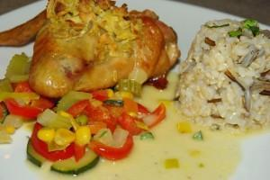 Hähnchenflügel mit Knoblauch-Ingwer Kruste, dazu Kokos-Curry Gemüse und Naturreis