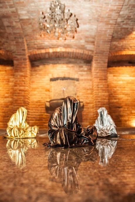 guardians-of-time-waechter-sculptor-manfred-kielnhofer-galerie-art-dealer-freller-modern-contemporary-art-arts-arte-antique-sculpture-statue-3D-form-print-bronze-0907y