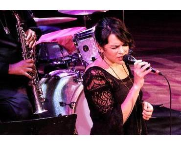 Norah Jones live @ the Blue Note 75th-Anniversary Gala (Video)